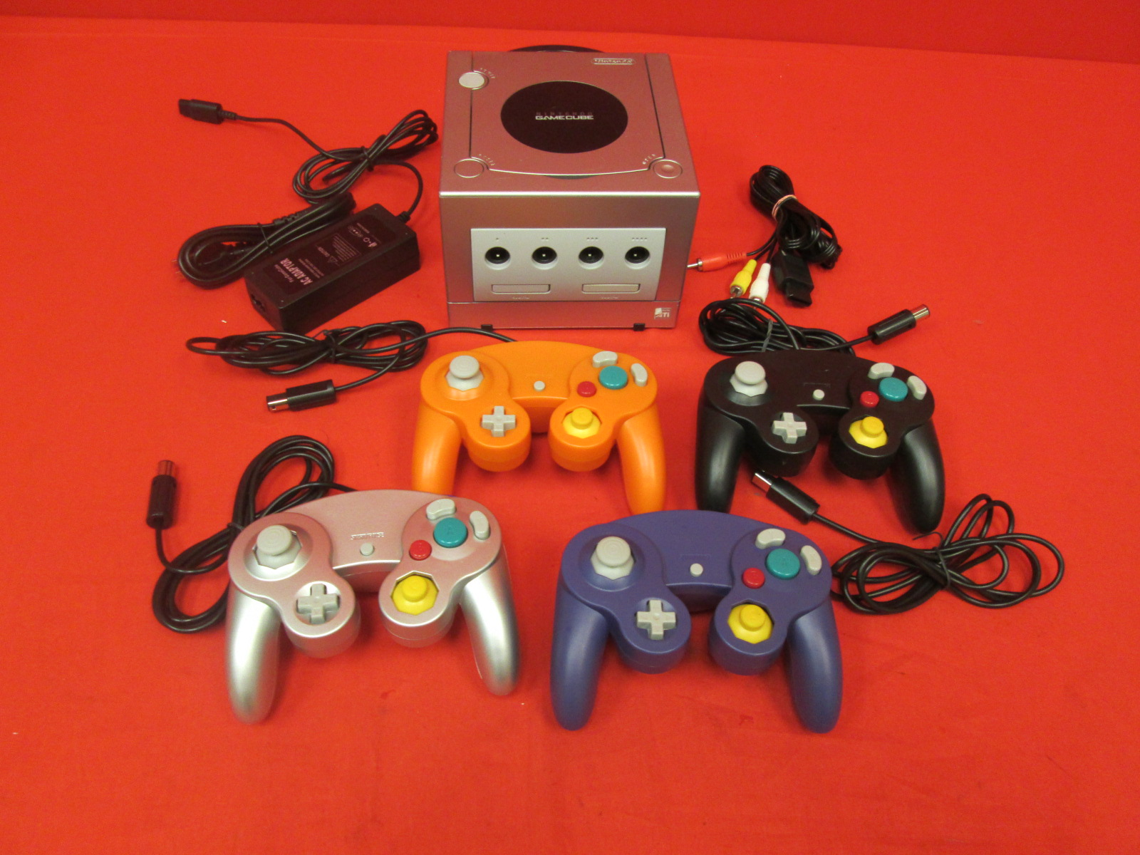 Nintendo GameCube Console Silver Platinum With 4 Controllers
