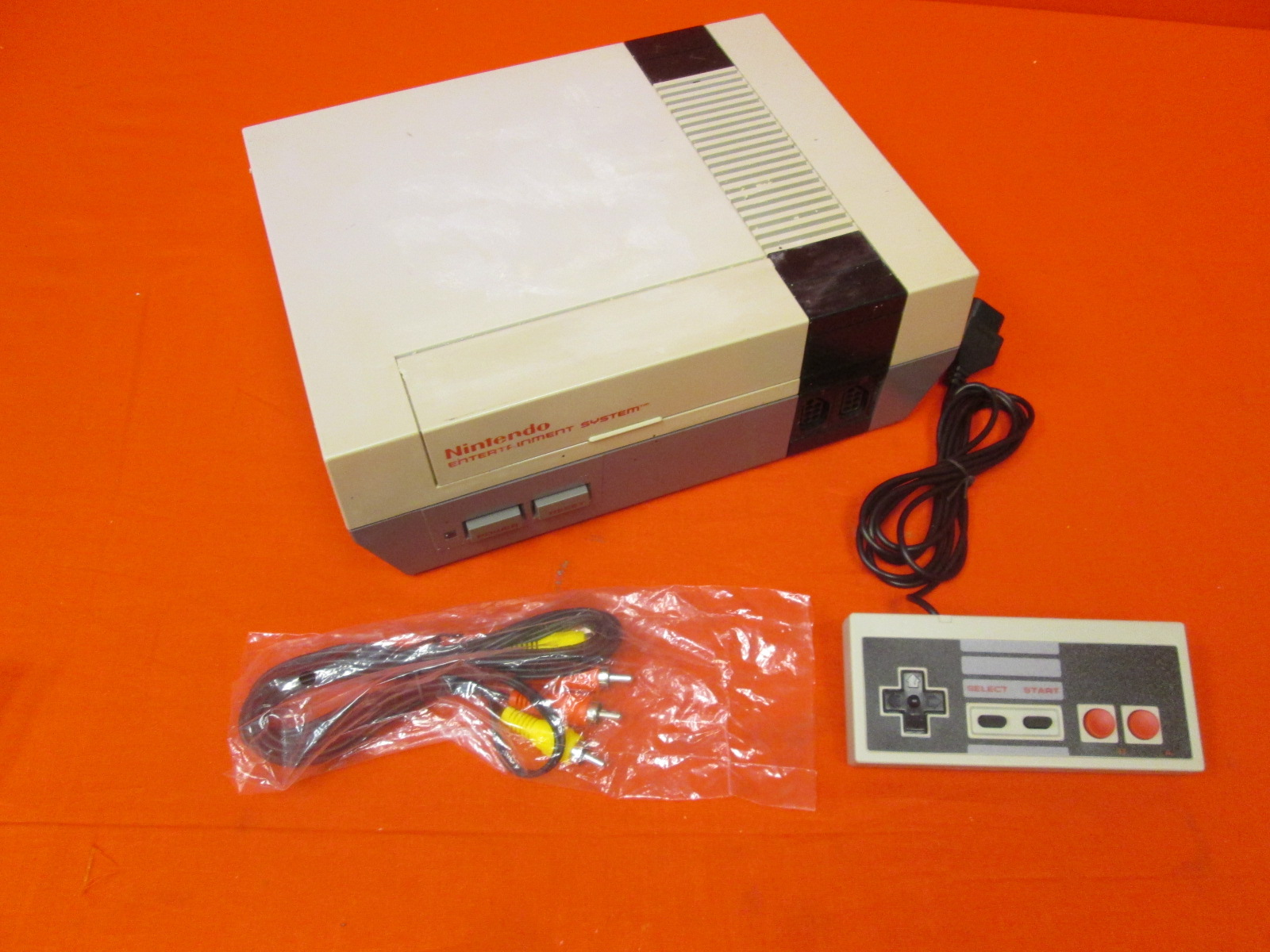 Nintendo NES Entertainment System Video Game Console