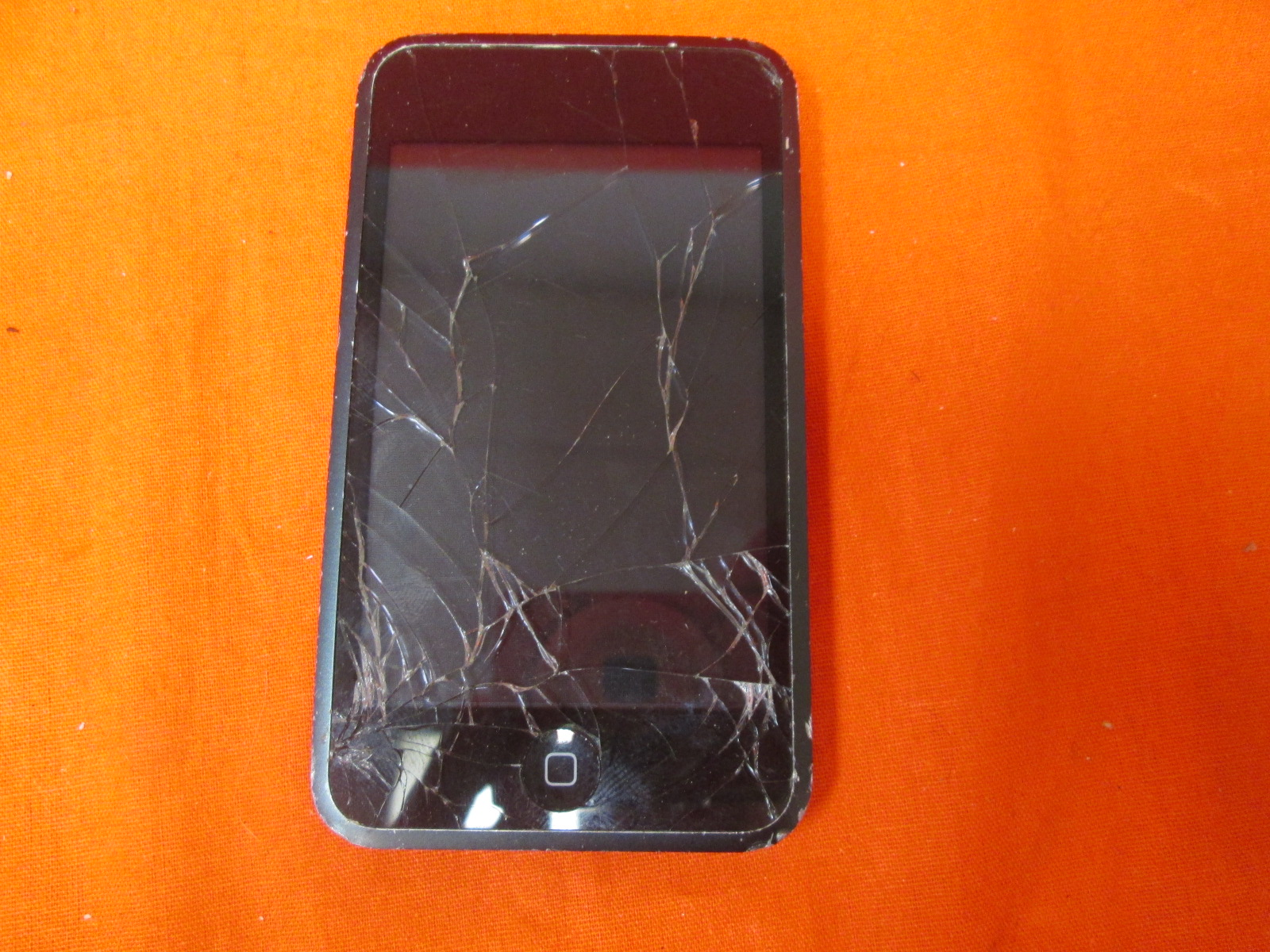 Broken Apple iPod Touch 8 GB 1st Generation