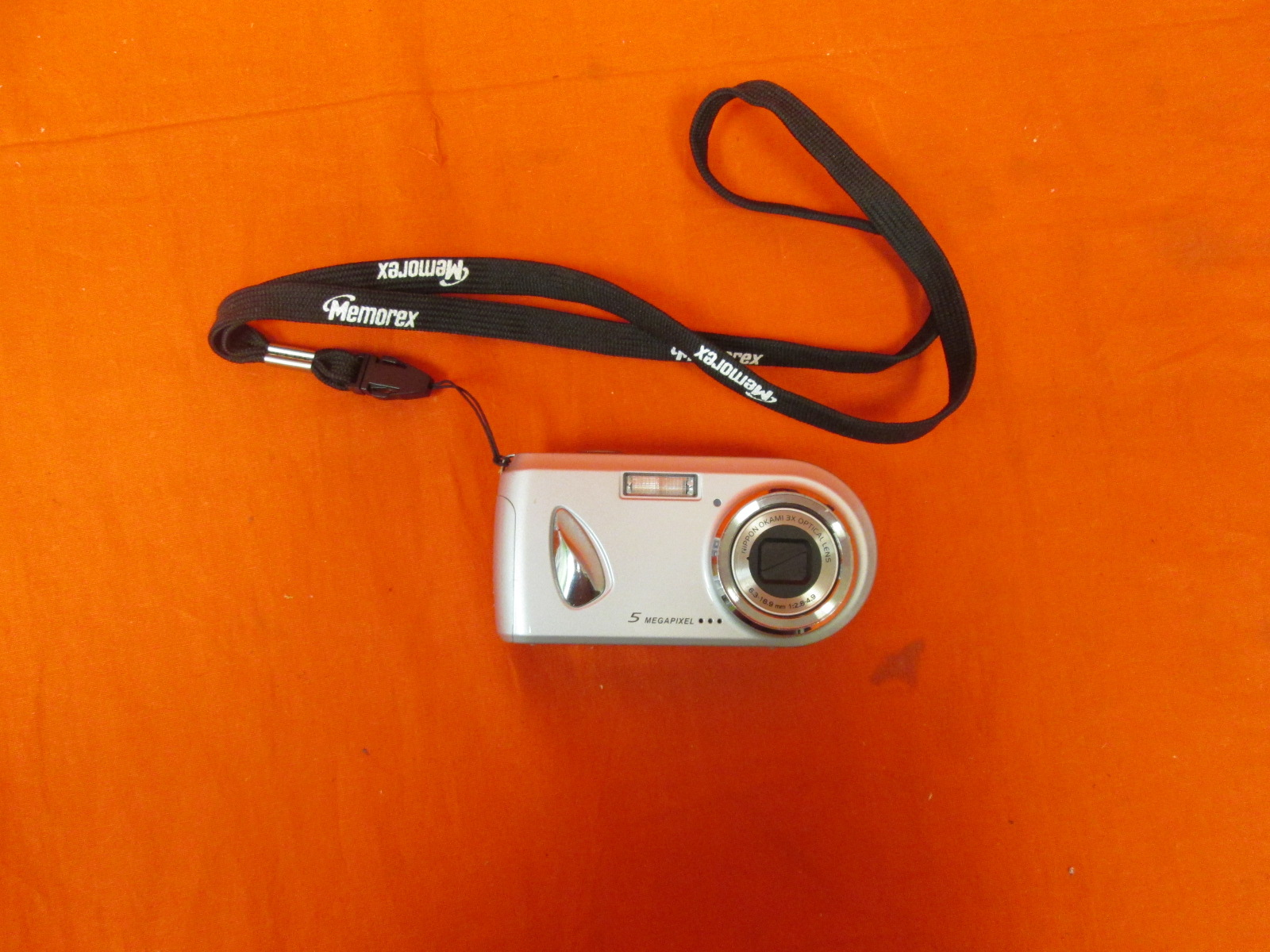 DXG DXG-518S 5.0 MegaPixel Camera With 3X Optical Zoom And 2 Inch LCD