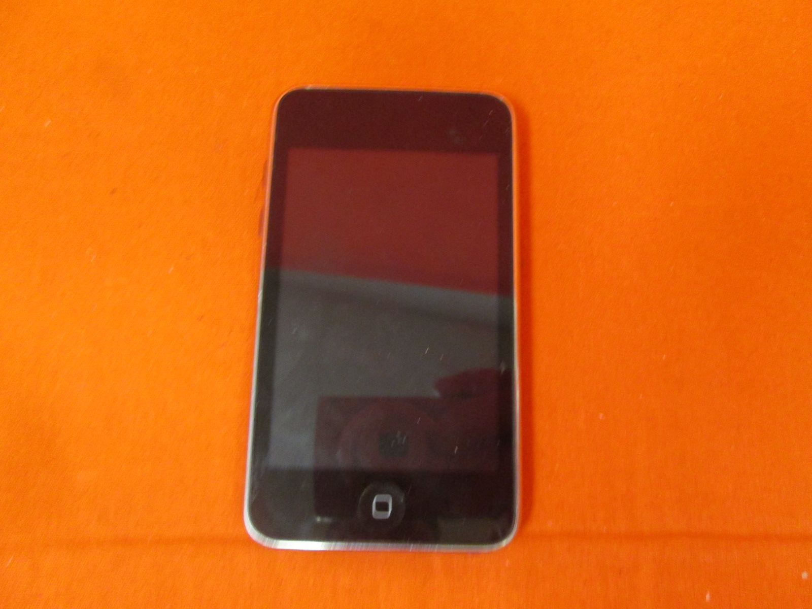 Broken Apple iPod Touch 8 GB 3rd Generation