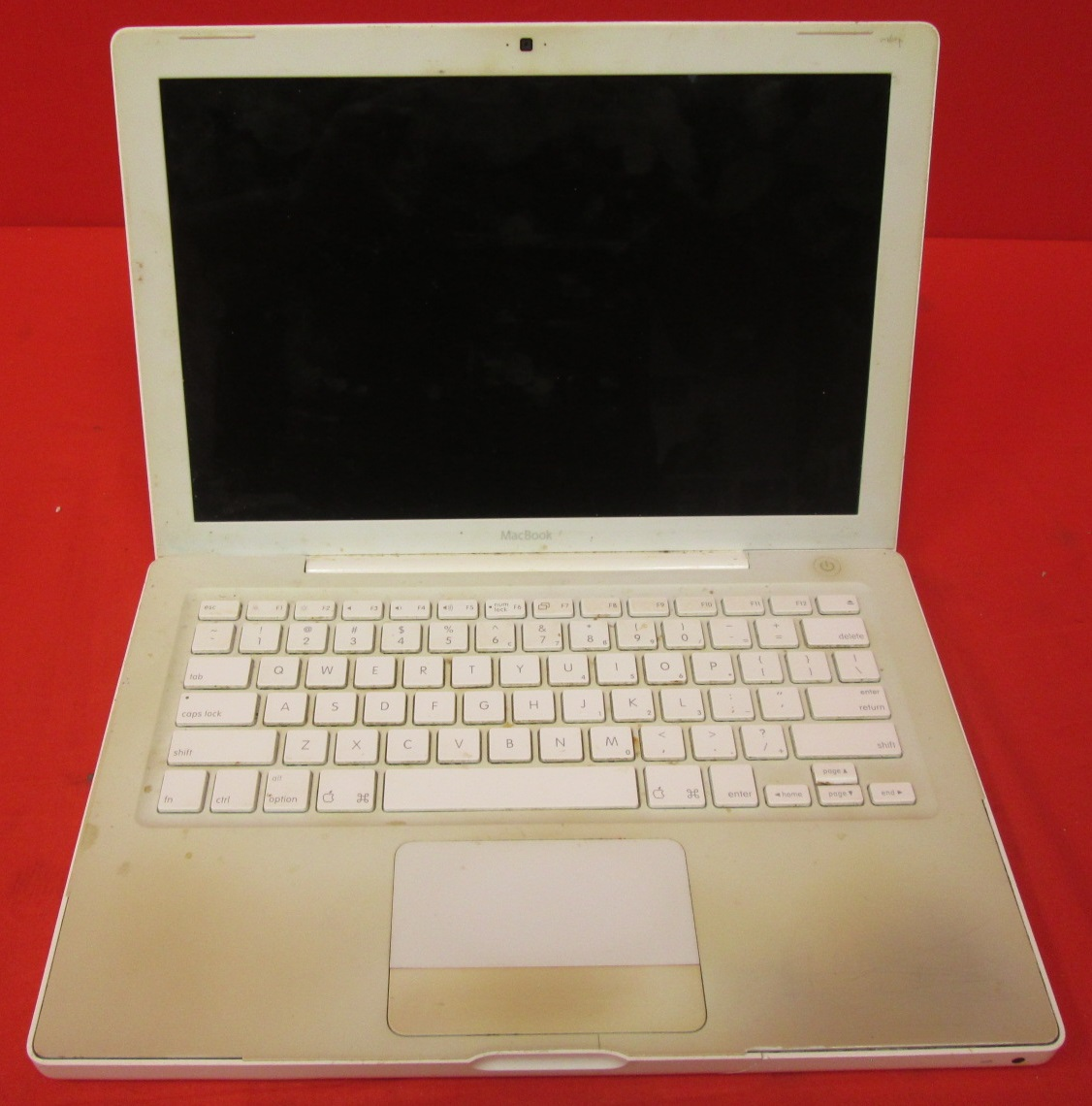 Broken Apple White Macbook 13 Inch 2006 MA255LL/A Laptop