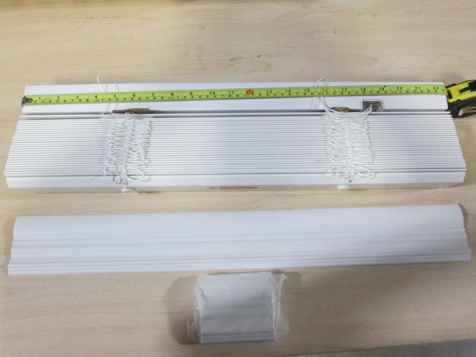 Home Decorators White Faux Wood Blind 2.5 Inch Slats 22.5 Inches Wide