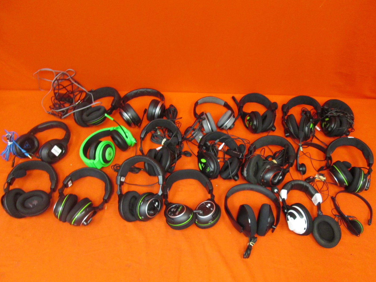 Broken Lot Of 20 Gaming Headsets Turtle Beach Microsoft Razer For Xbox