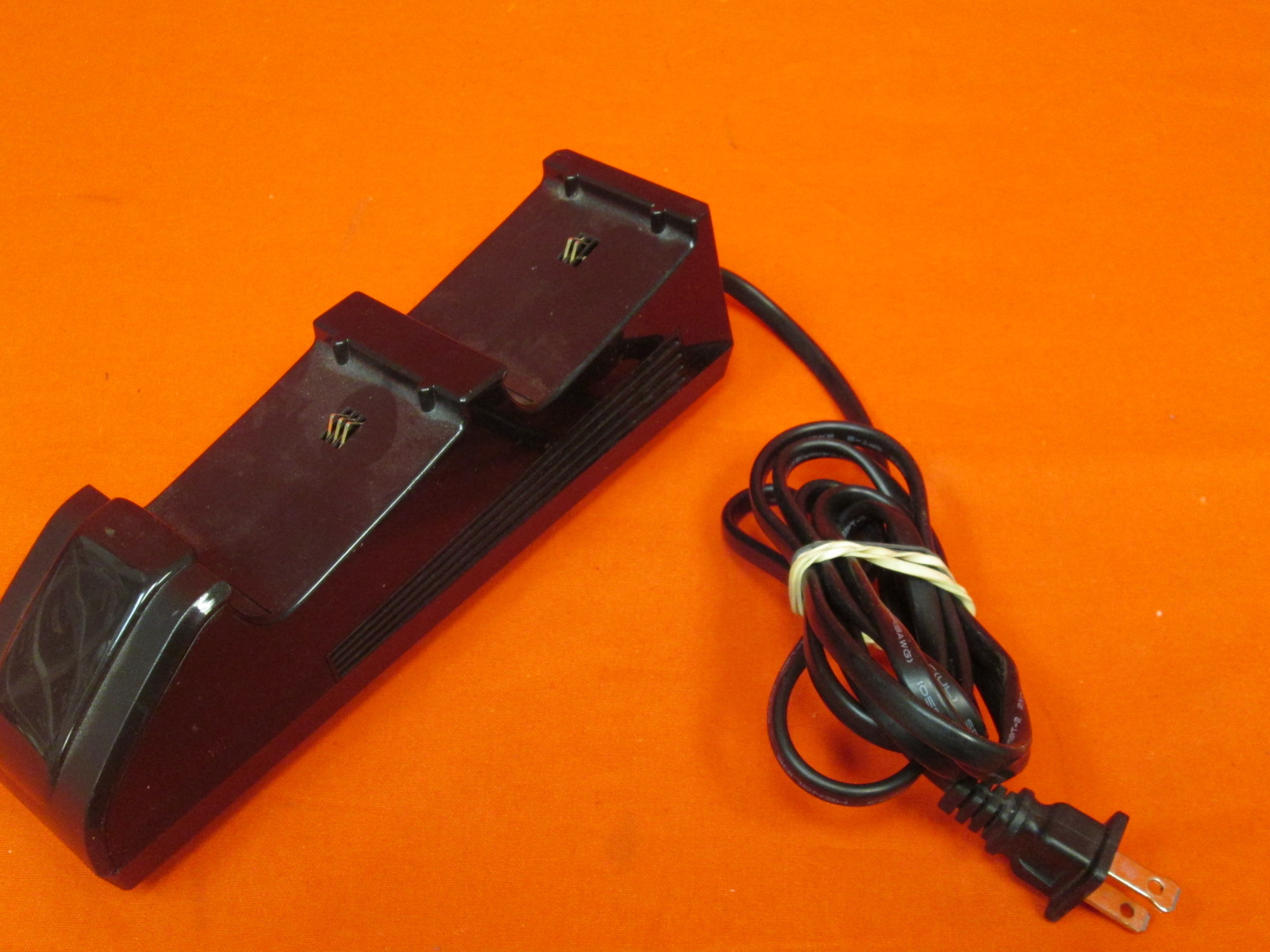 Broken Nyko 86100-A50 Xbox One Charging Station Incomplete