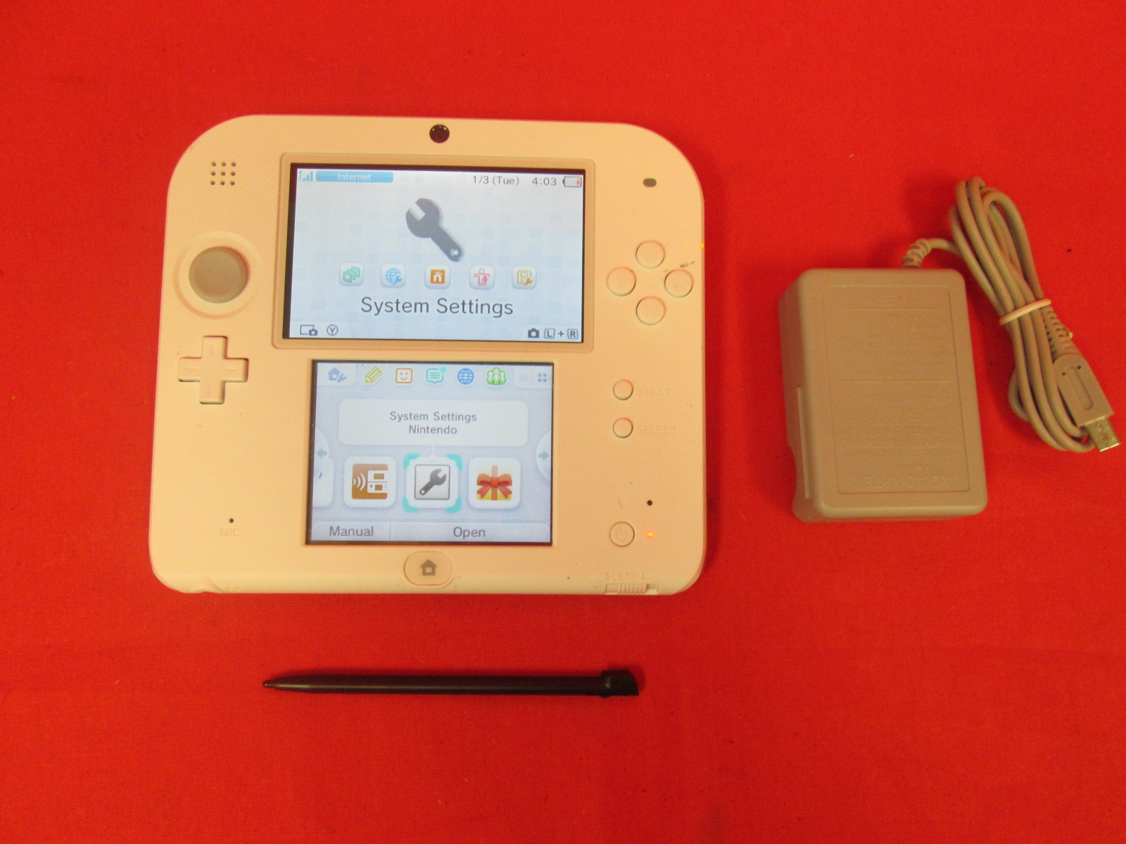Nintendo 2DS Console White And Red Rouge And New Super Mario Bros 2