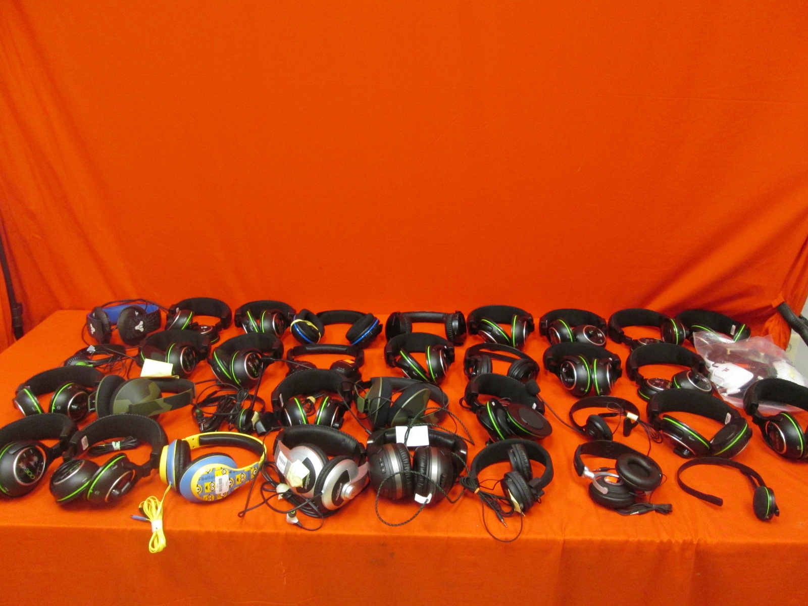 Broken Lot Of 35 Various Gaming Headsets Turtle Beach Sony Microsoft