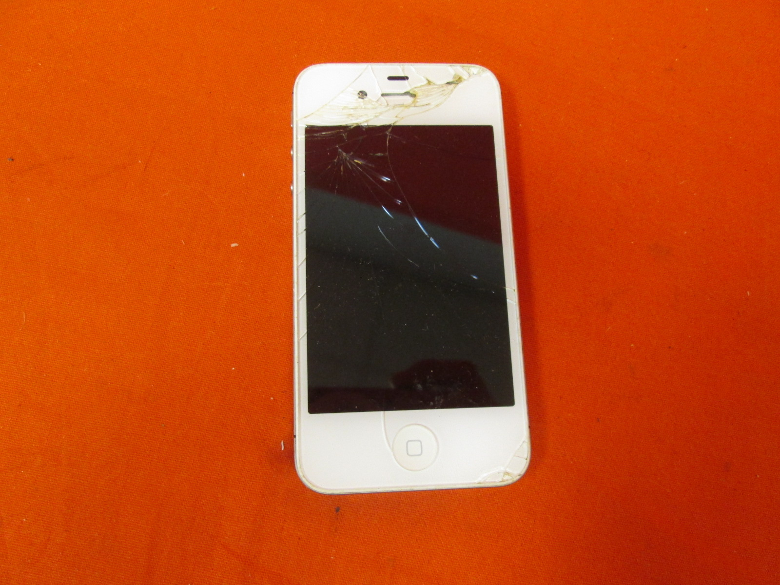 Broken Apple iPhone 4 A1332 16GB White GSM Locked
