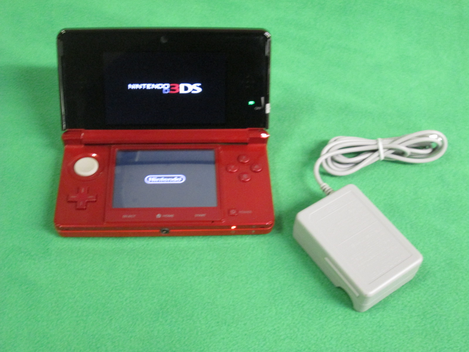 Image 0 of Nintendo 3DS Flame Red