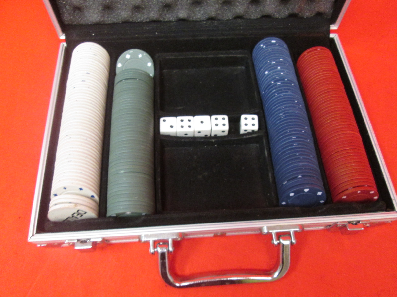 Cardinal Industries 200 PC Poker Set In Aluminum Case Styles Will Vary