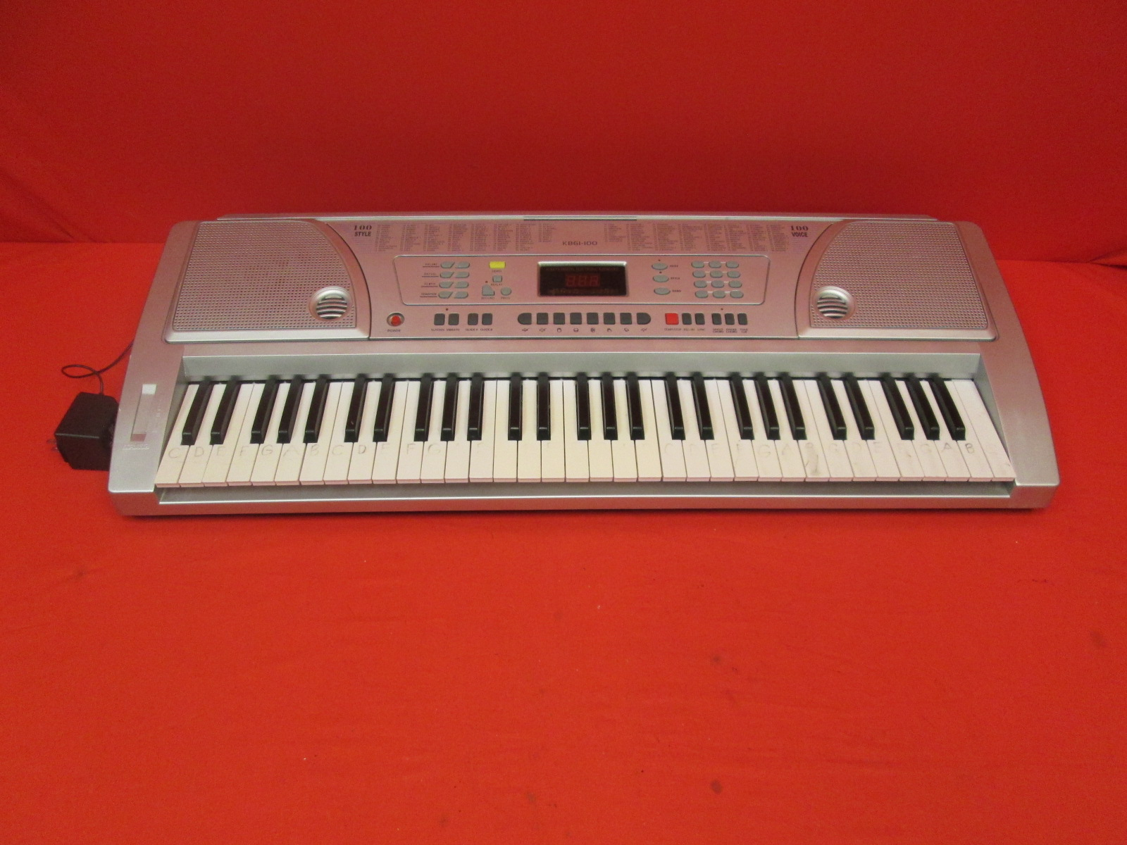 Huntington KB61-100 61-KEY Portable Electronic Keyboard Silver