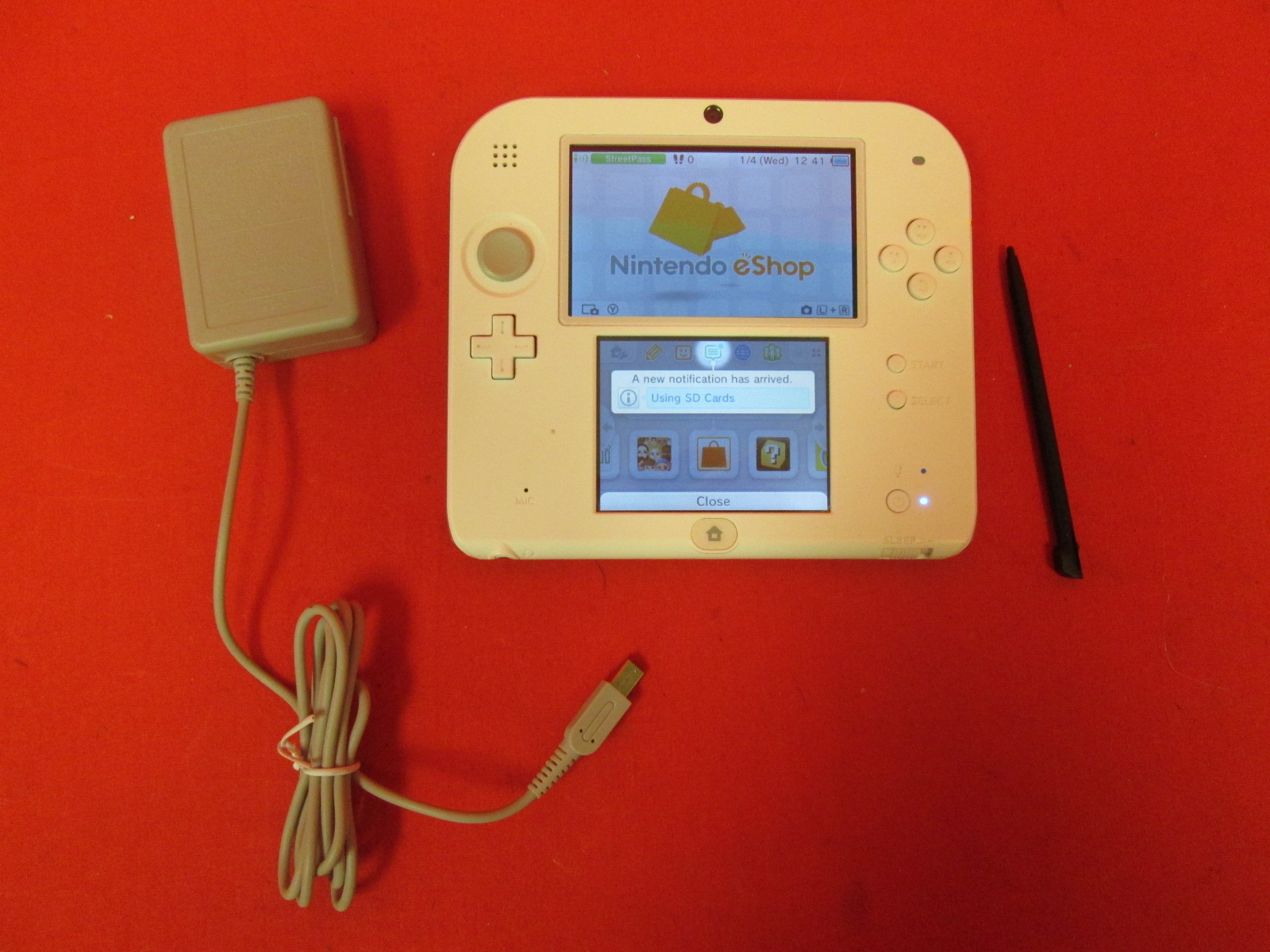 Nintendo Handheld Console 2DS White/red Handheld Console With Super