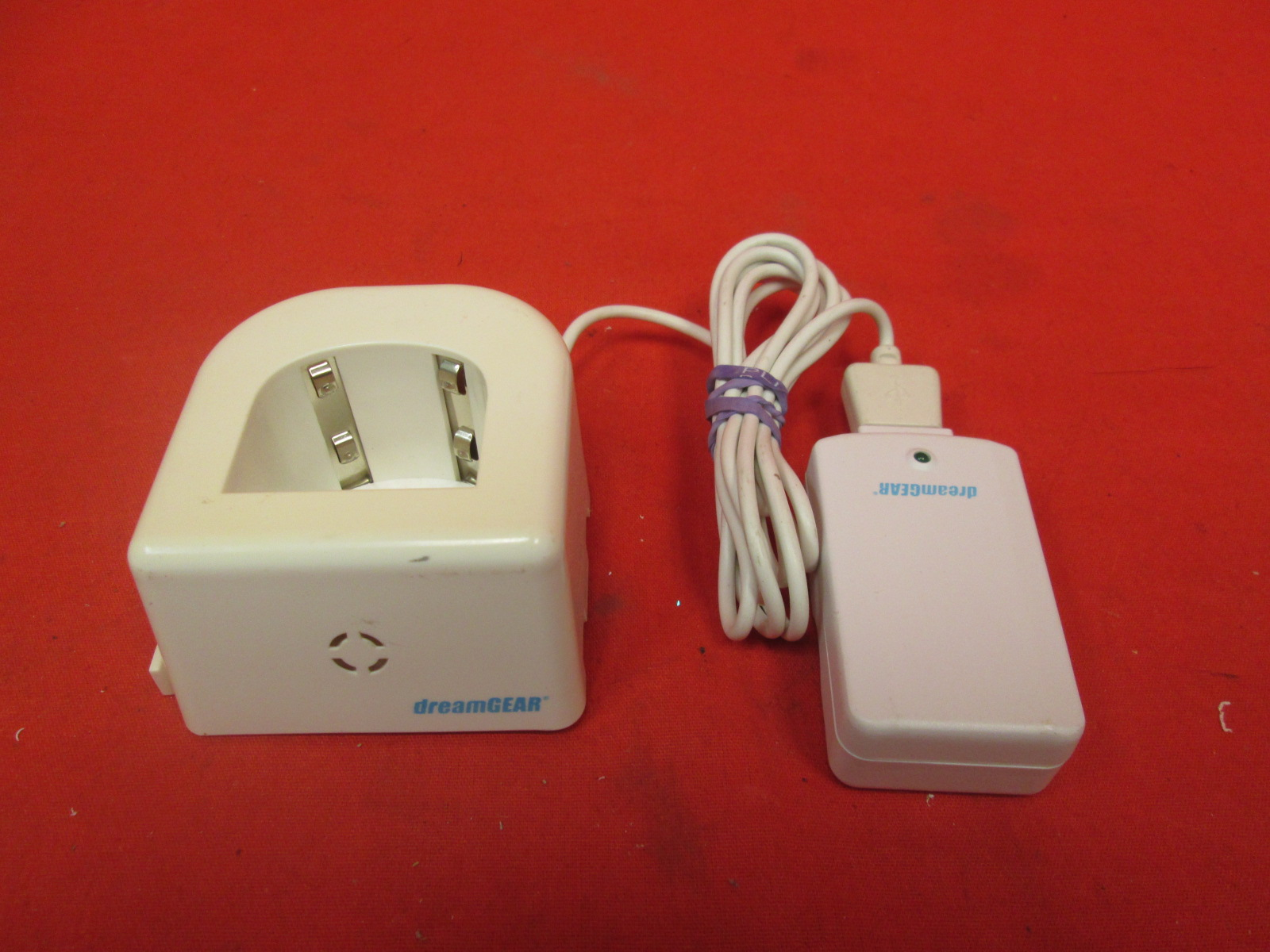 Dreamgear DGWII-1025 Remote Charging Station For Wii