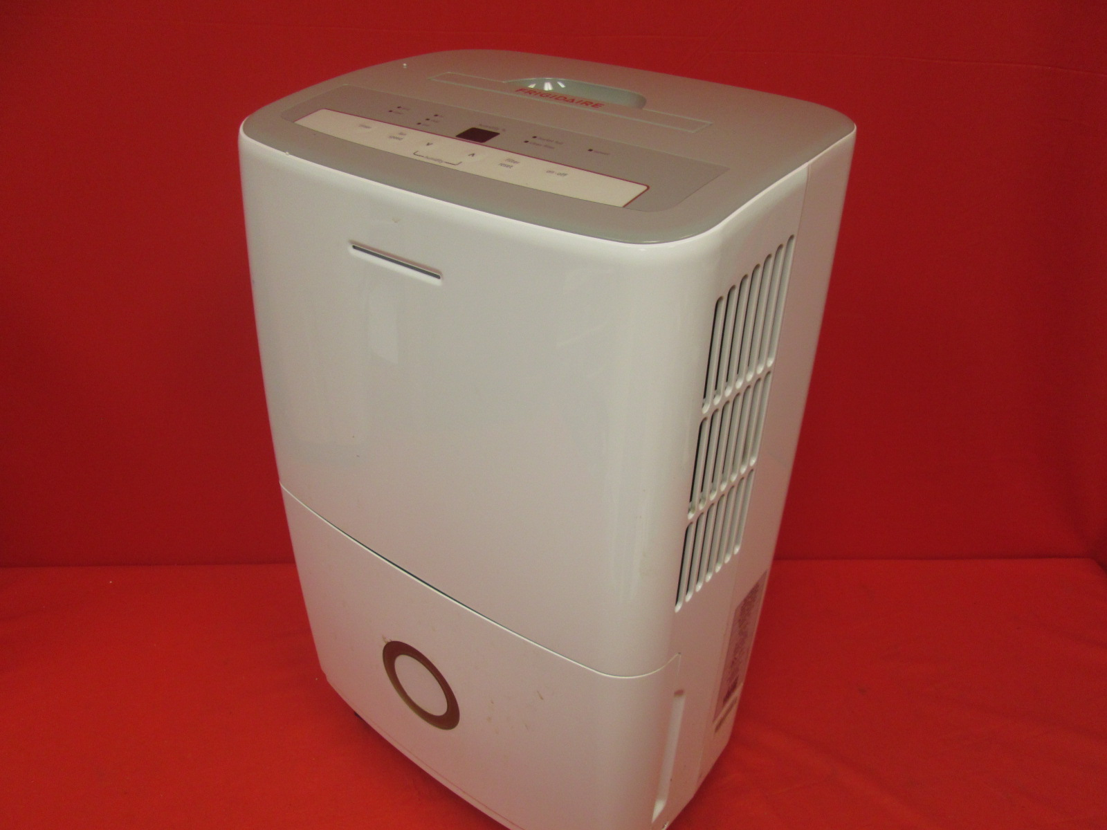 Frigidaire 50-PINT Dehumidifier With Effortless Humidity Control White