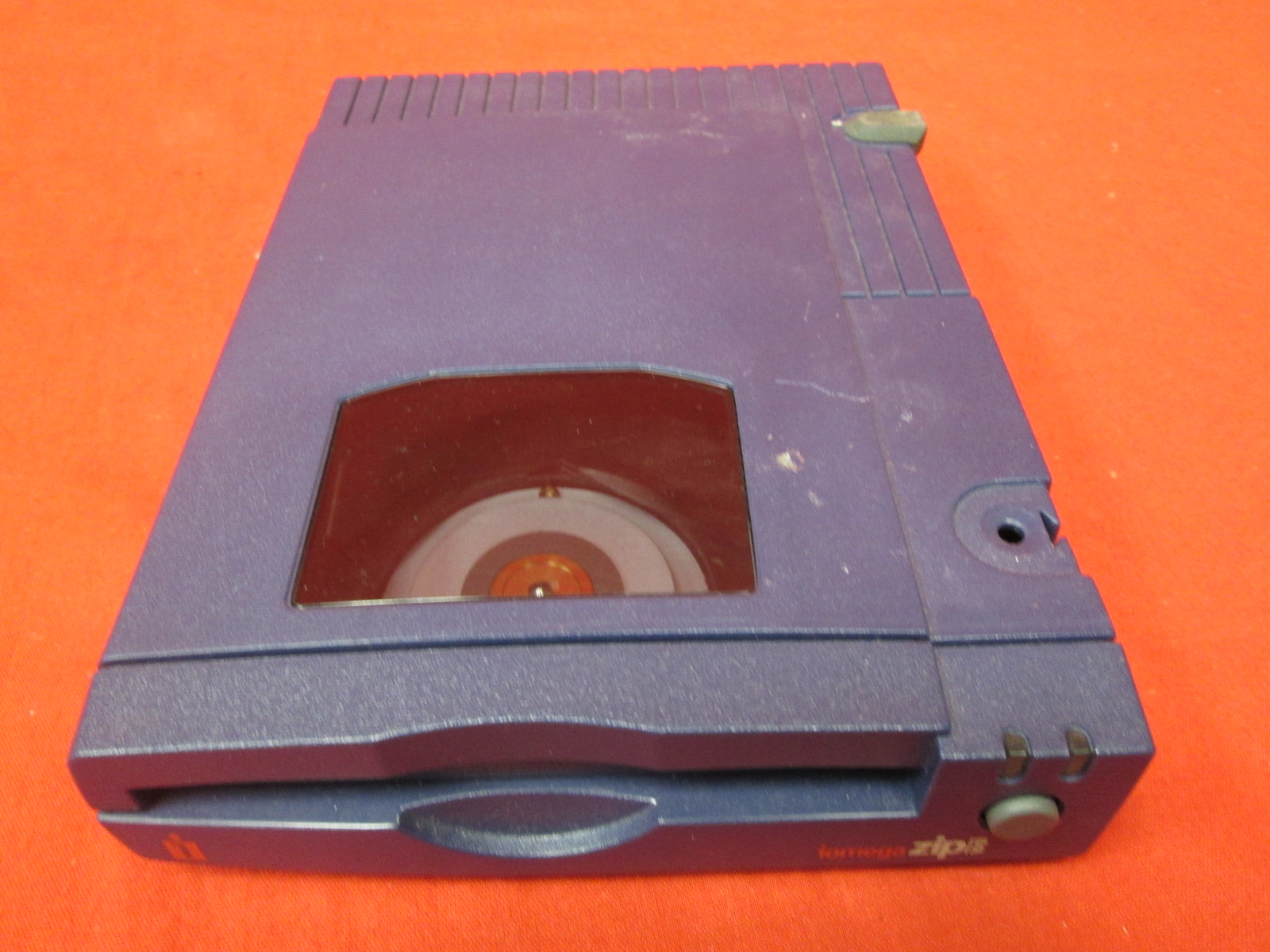 an introduction to the iomega zip drives Since its introduction in 1995, iomega zip drives with removable cartridges have replaced the bernoulli and syquest as the most popular media for.