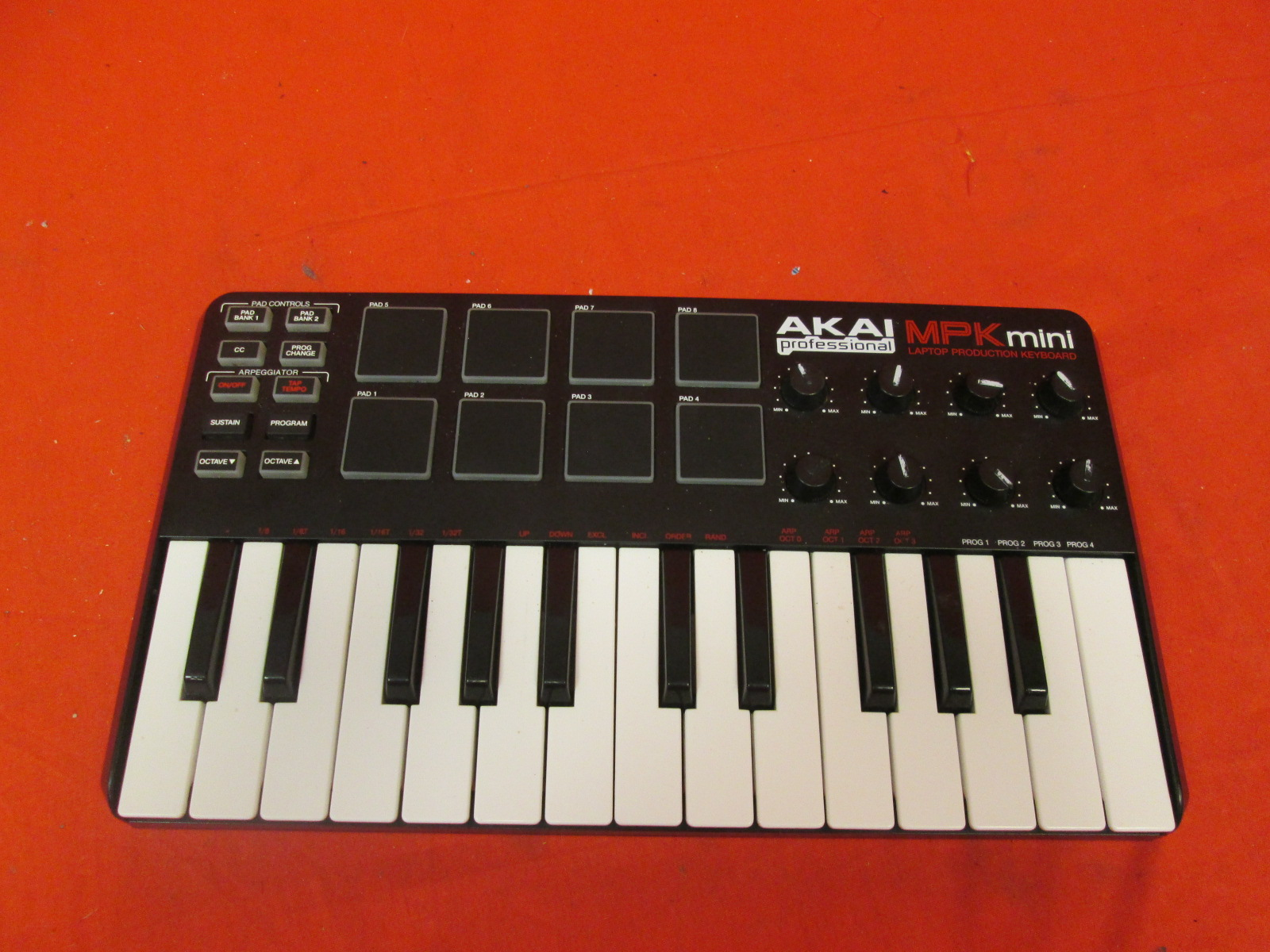 Akai Professional Mpk Mini 25-KEY Ultra-Portable USB Midi Keyboard