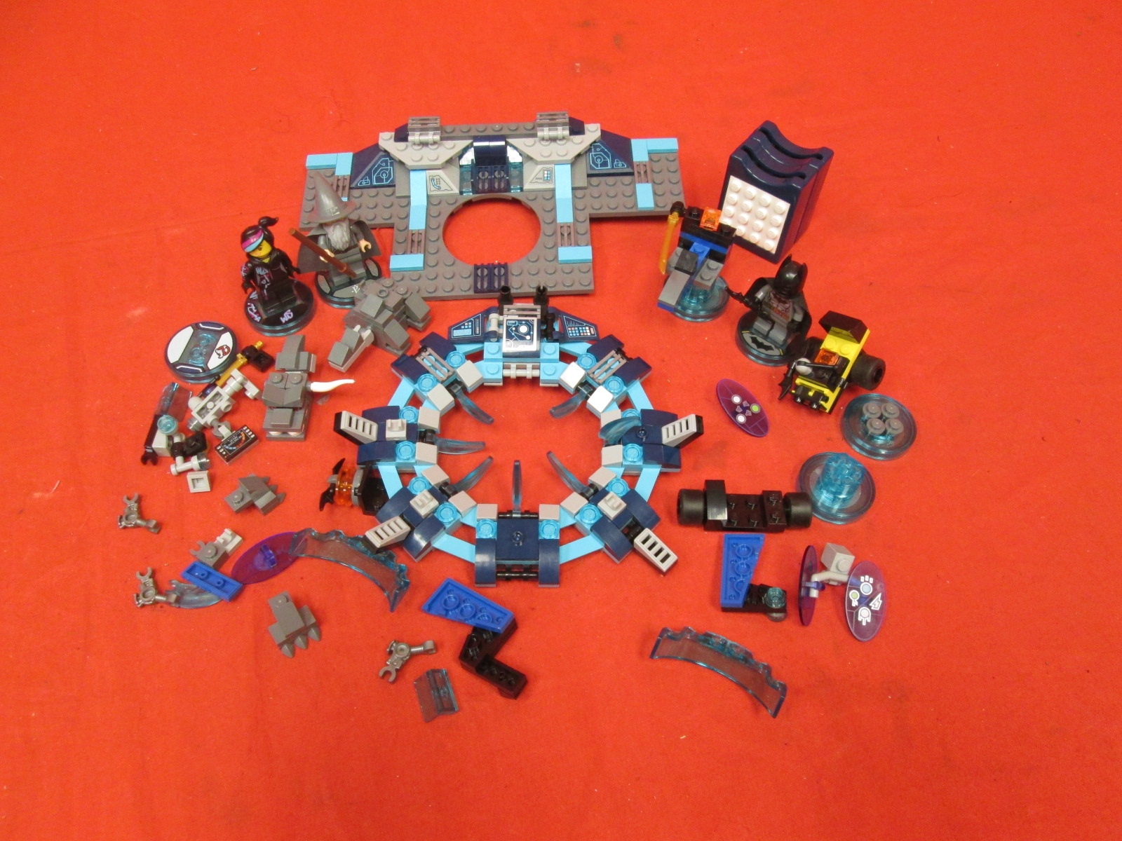 Lot Of Various Lego Dimensions Pieces For Starter Kit Incomplete