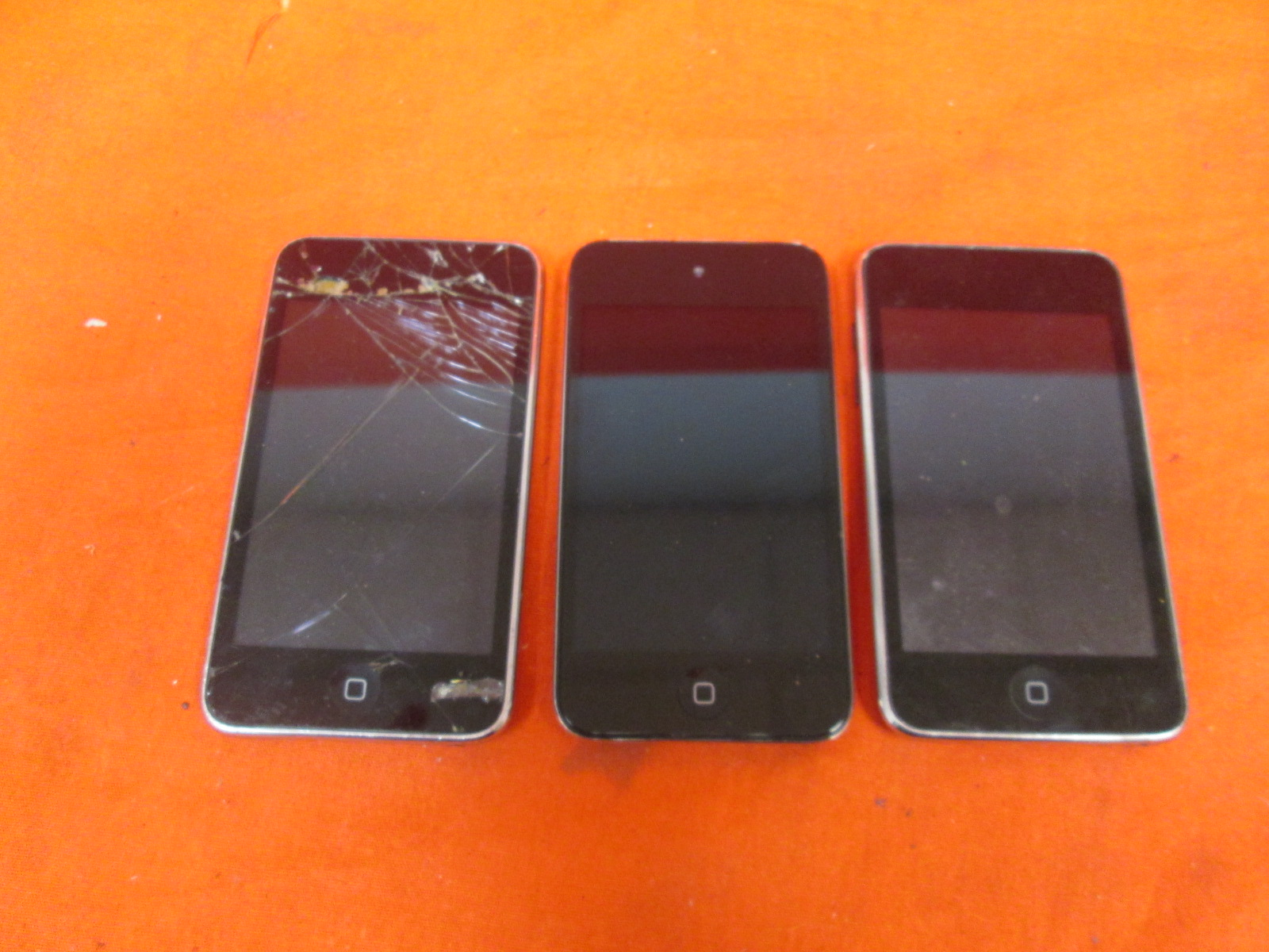 Broken Lot Of 3 Apple iPod Touch 8 GB 2nd Generation