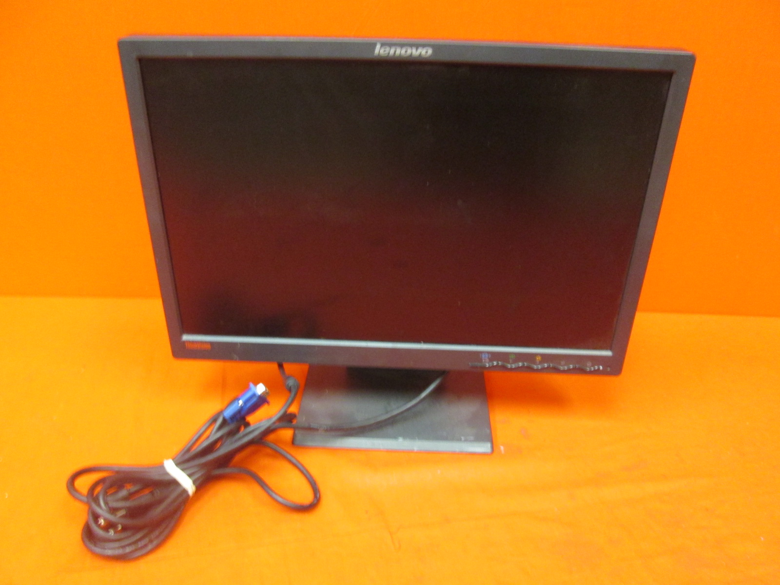 Lenovo Thinkvision L194WD 334-HB6 19 Widescreen LCD Monitor