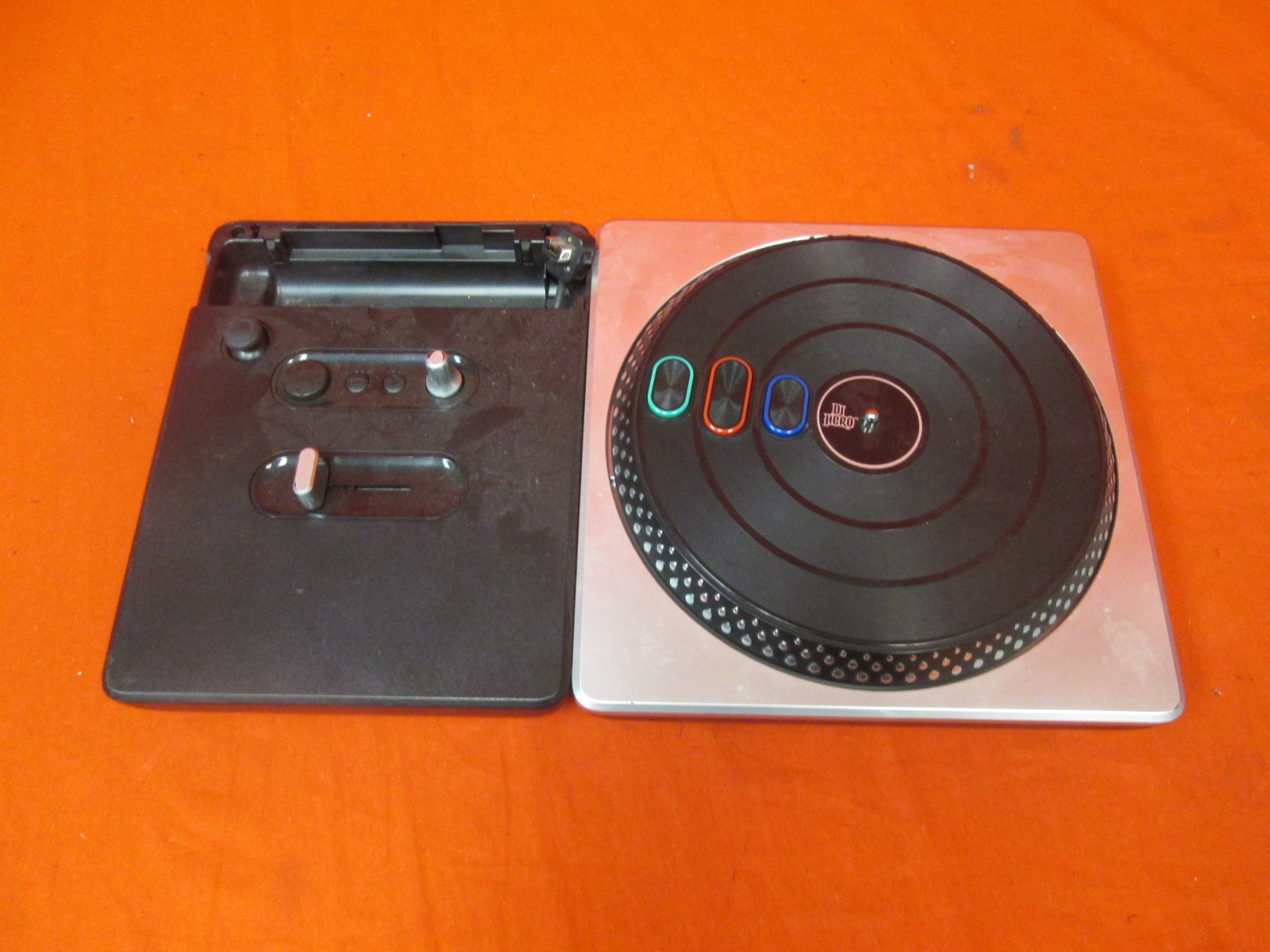 Activision DJ Hero Stand-Alone Turntable For Wii