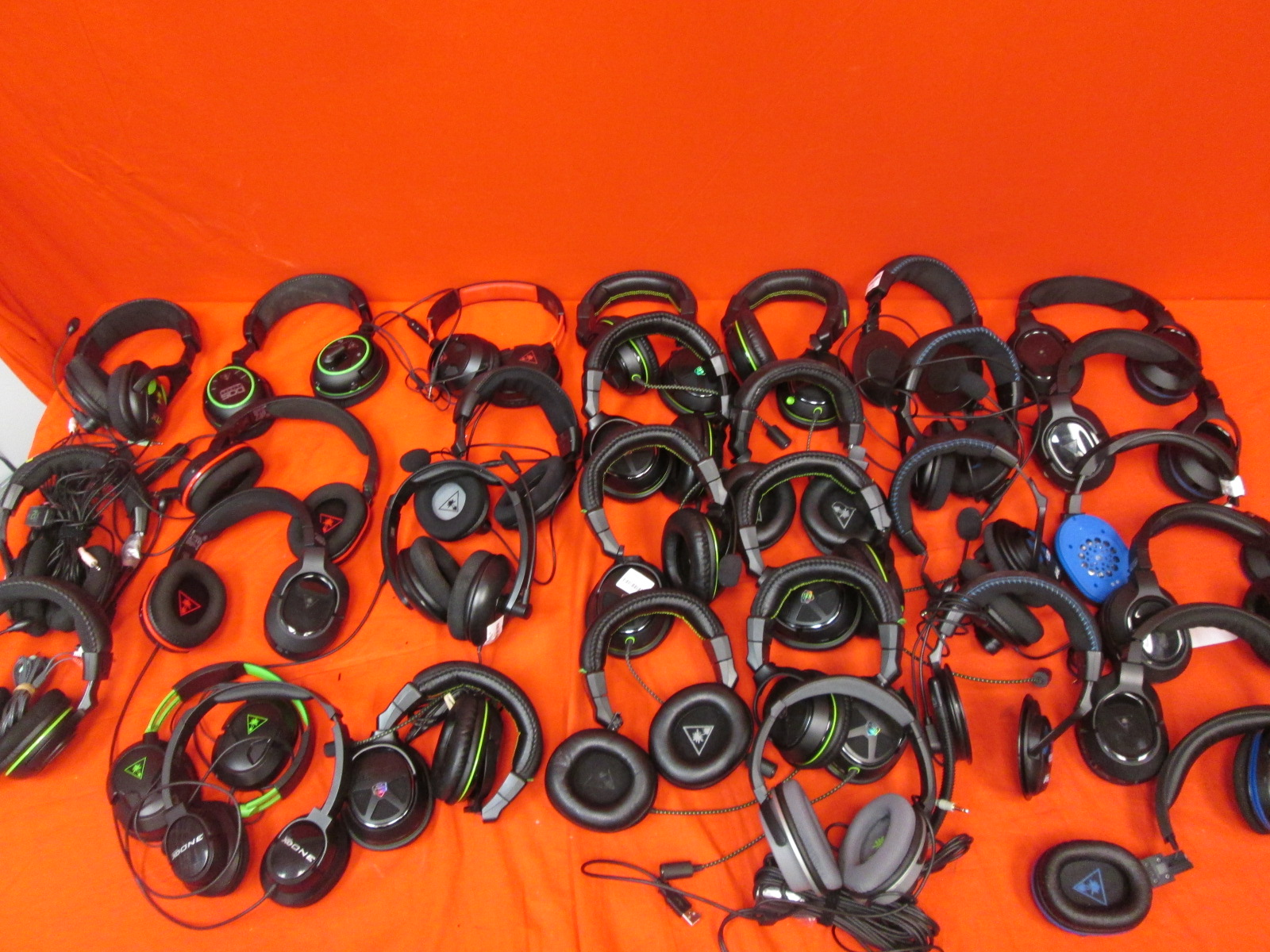 Lot Of 31 Turtle Beach Gaming Headsets Broken For Xbox One PX22 XO One