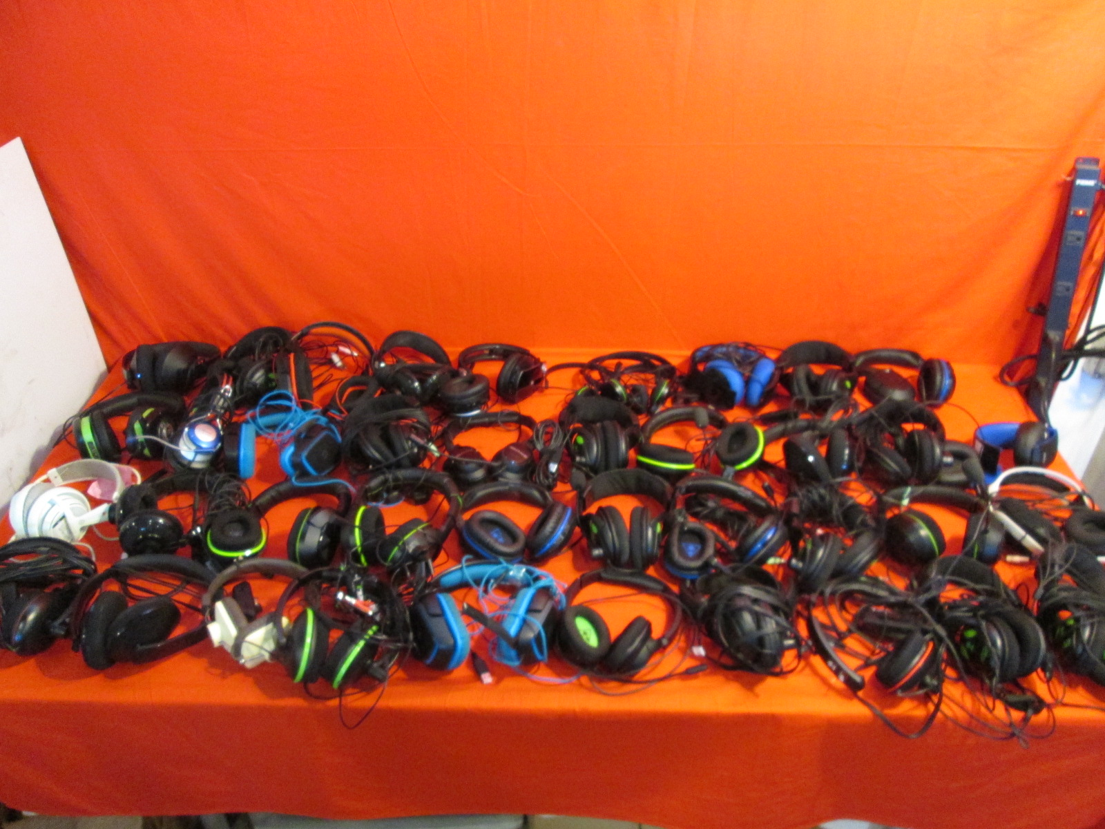 Broken Lot Of 50 Video Game Headsets Turtle Beach Microsoft Sony For