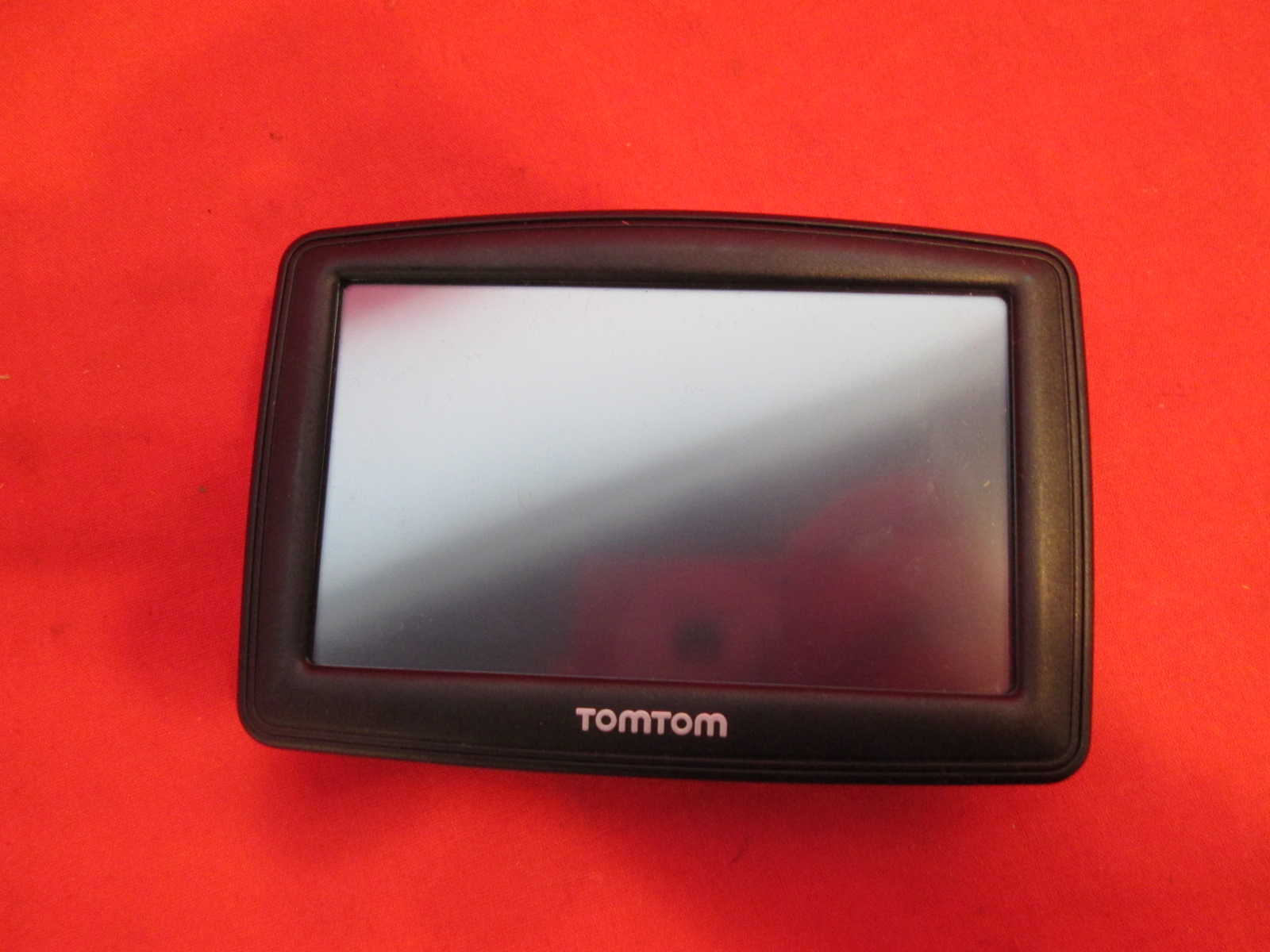 broken tomtom gps xl 4et03. Black Bedroom Furniture Sets. Home Design Ideas