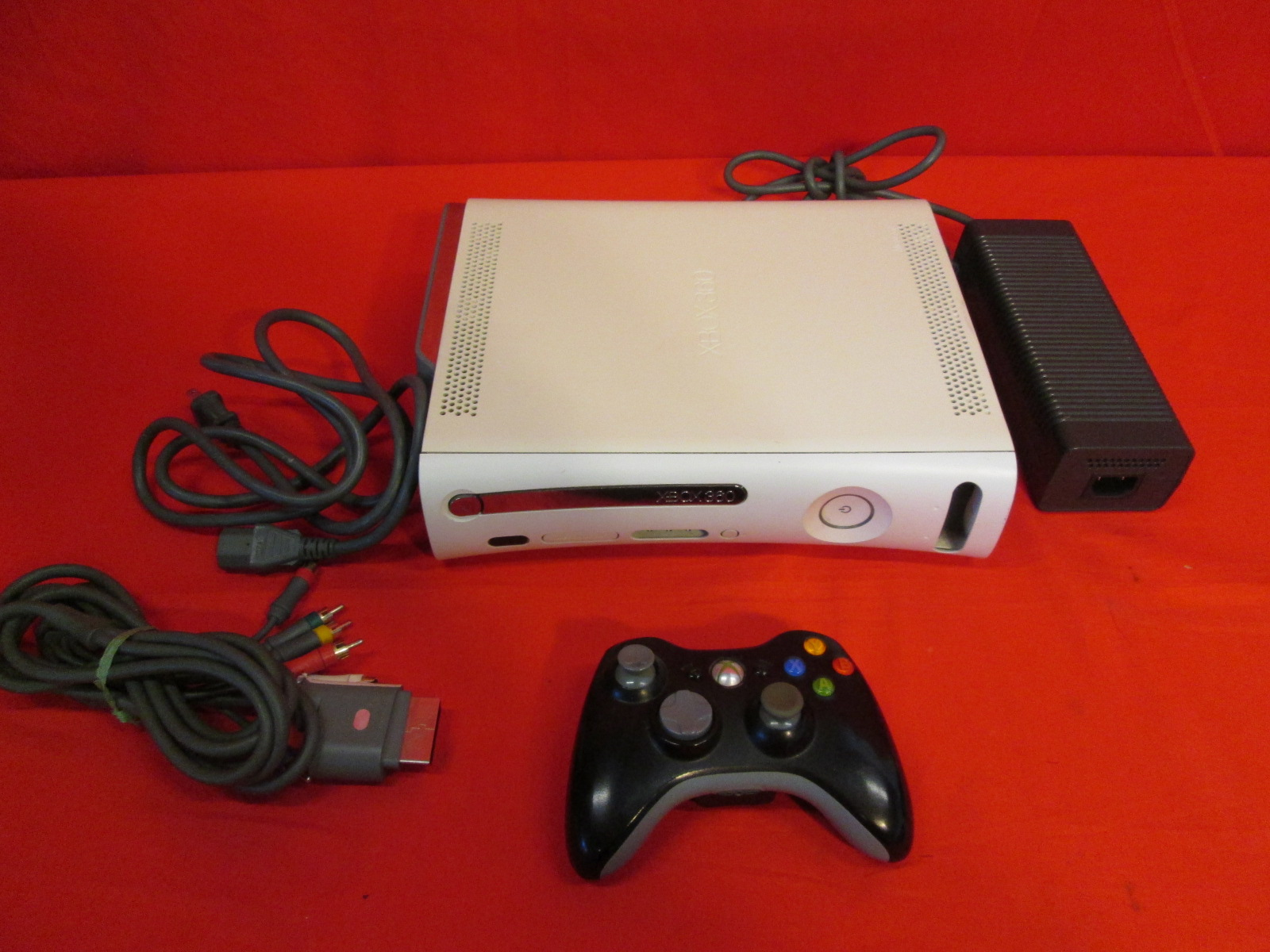 xbox 360 game console The xbox one gaming console has received updates from microsoft since its launch in 2013 that enable it to play select games from its two predecessor consoles, xbox and xbox 360.